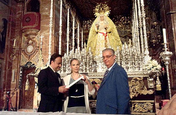 Karel Marck Chichon y Elina Garanca, junto al teniente, Santiago Álvarez Ortega.