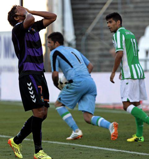 Juanfran, junto a Adán en un momento del partido / Julio Muñoz (EFE)