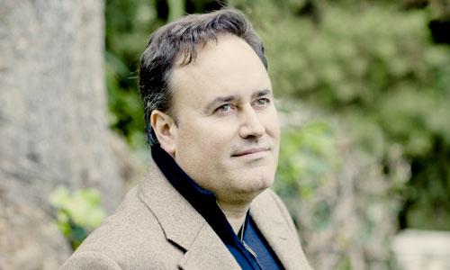 El maestro gibraltareño Karel Mark Chichon, enamorado de Sevilla y de la música. / Foto: El Correo