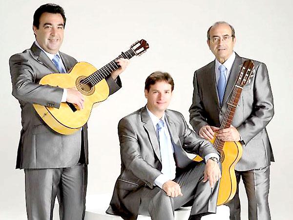 El grupo Los del Guadalquivir llevan cantando sevillanas desde hace 40 años.