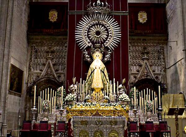 La Esperanza preside el Altar del Jubileo en la Catedral. / Foto: NHD Álvaro Heras / Hdad. de la Macarena