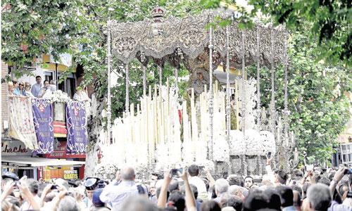 La Macarena en su traslado a la Catedral del pasado sábado. / Foto: Jose Luis Montero
