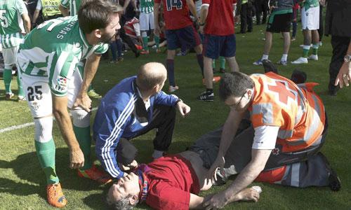 Los heridos son atendidos por los servicios de emergencias. Foto: Efe