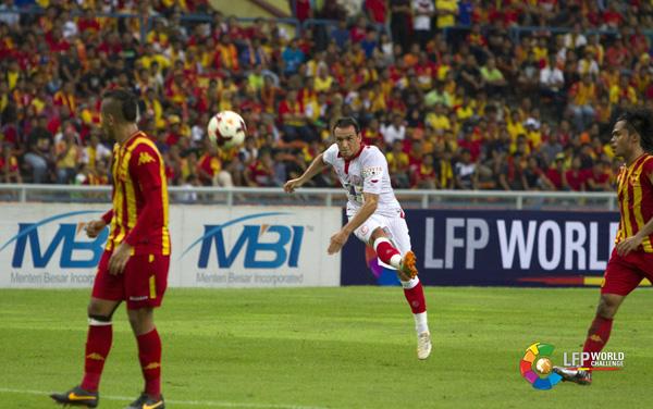 Trochowski dispara a puerta para marcar el primer tanto del partido. / LFP