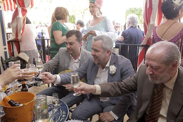 El coordinador regional de IU, Antonio Maíllo, y Diego Suárez, de la Cadena SER en Andalucía. / Pepo Herrera