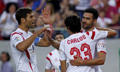 El equipo sevillista celebra su gol ante el Elche. Foto: Efe