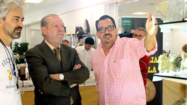 Los participantes acudirán hoy a Mineralia, la exposición que ayer inauguró en la Diputación Fernando Rodríguez Villalobos con José Manuel Ares y Marco Campo.