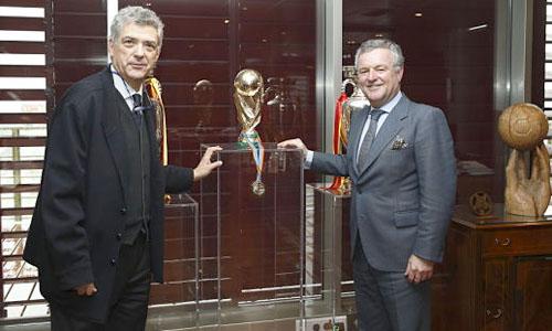Ángel María Villar y Manuel Domínguez Platas, en la Federación / RFEF