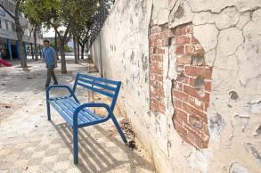 No se ha repuesto todo el muro y hay partes en un estado lamentable.