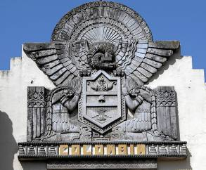 El pabellón exhibe una rica simbología indígena. / Paco Cazalla