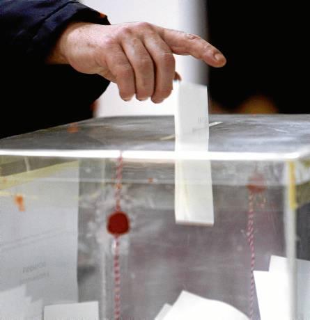El Parlamento andaluz acaba de constituir un grupo de trabajo para discutir una nueva reforma electoral. / EFE