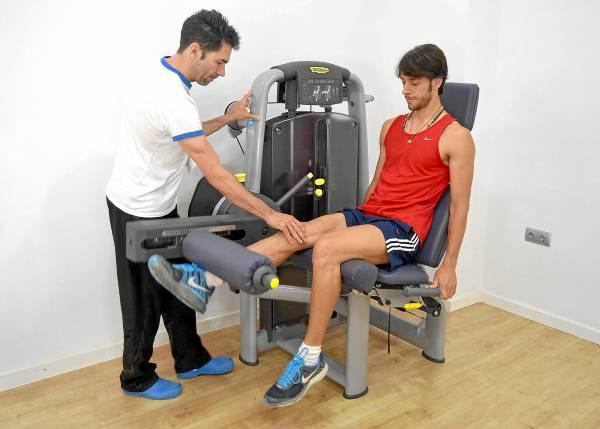 El fisioterapeuta Kiki Carvajal está dirigiendo las sesiones de recuperación del matador nazareno, que comenzó la terapia a los dos días del percance. / P. Rodríguez de la Vega