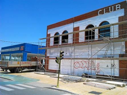 El antiguo club de alterne Top se convertirá pronto en la franquicia de una cadena internacional de hamburgueserías. /