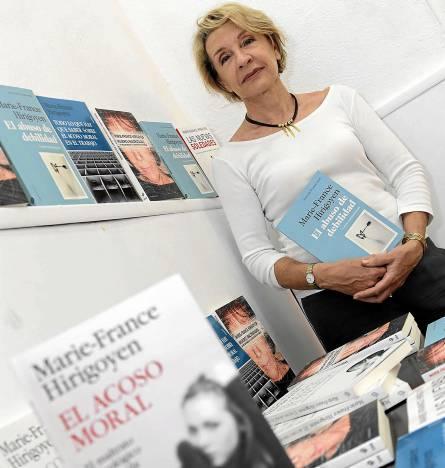 La psiquiatra francesa presentó recientemente El abuso de debilidad en la librería Relatoras. / José Luis Montero