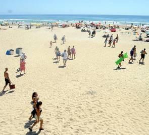 La playa gaditana de Conil, una de las más frecuentadas. / Javier Cuesta