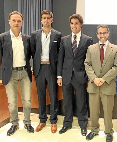 El apoderado Fernando Cepeda, Miguel Ángel Perera, Hugo de Patrocinio y el profesor Guillermo Cerdeira. / El Correo