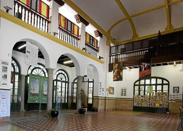 El Pabellón de la Prensa, en la Glorieta de Covadonga, acoge actualmente las dependencias del Colegio Público España. / Pepo Herrera