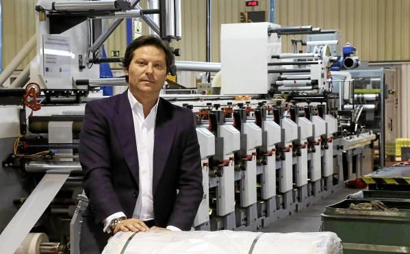 Antonio Lappí Perea posa en la fábrica del Grupo Lappí del Polígono La Isla, en Dos Hermanas, también sede principal de la compañía sevillana.  / José Luis Montero