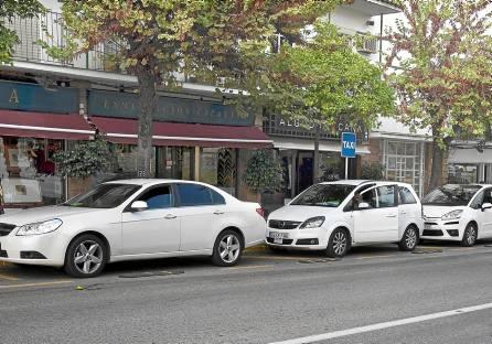 En el municipio de Tomares hay actualmente cinco licencias de taxis concedidas. / Gregorio Barrera