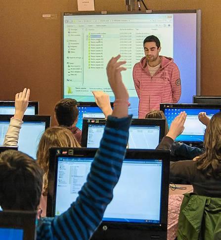 Los sectores más demandados por los estudiantes sevillanos son la sanidad, la educación y la tecnología. / El Correo