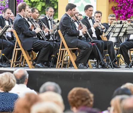 La banda Municipal ofreció el tradicional concierto en la plaza de San Francisco.