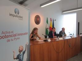 María Luisa García, de Wellness Telecom, el alcalde, José Luis Sanz, y el director de EOI Andalucía, Francisco Velasco.