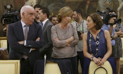 El consejero de Educación de Andalucía, Luciano Alonso (i), junto a la consejera de Enseñanza de Cataluña, Irene Rigau (2i) y la consejera vasca de Educación, Cristina Uriarte (2d). / EFE