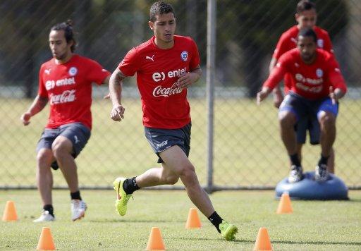 Carmona, con Chile, ayer. (Felipe Trueba/EFE)