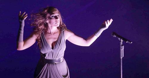 Mónica Naranjo, ayer en su concierto en Fibes. Foto: José Luis Montero
