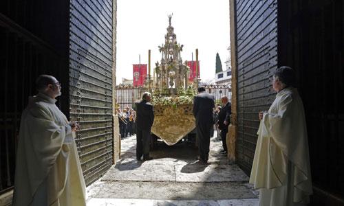 Procesión del Corpus en Sevilla que este año ha coincidido con la coronación de Felipe VI. Foto: José Luis Montero