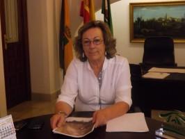 Dolores Escalona, alcaldesa de Aznalcázar, en el despacho del Ayuntamiento.