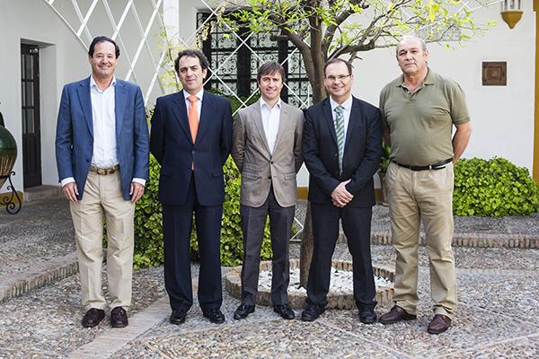 Abraham Rufino (Gestoliva), Víctor Yuste (Foro Interalimentario), Jorge Alberola (La Española), Juan Moreno (UCA-UCE) y Antonio Rodríguez (COAG), momentos antes de iniciarse la jornada técnica. / CARLOS HERNÁNDEZ