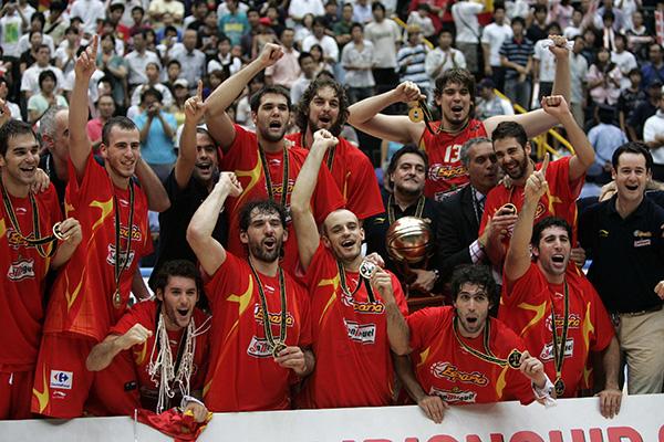 La selección española celebra el Mundial de Baloncesto conquistado en 2006 en Japón. / El Correo