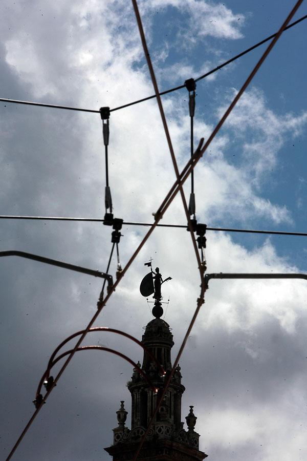 La contaminación visual de las catenarias fue una de las grandes críticas del PP al proyecto en la oposición. / Antonio Acedo