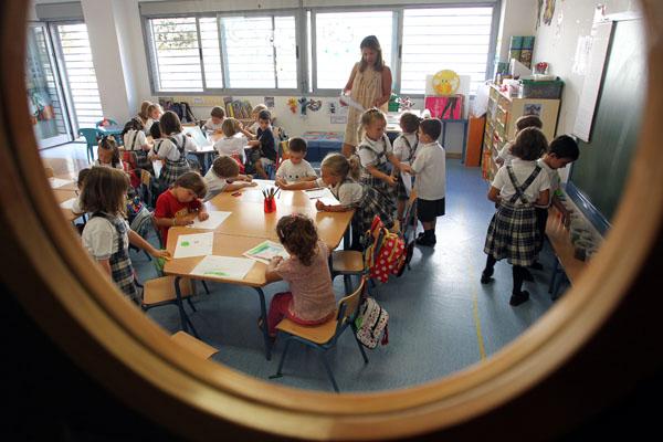 Alumnos de Primaria en una de las aulas del Colegio público Parque Clavero de Málaga. / Daniel Pérez (EFE)