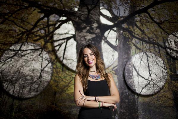 La psicóloga de ARPA, responsable del programa de apoyo familiar, Laura Parra, en la Gota CEM. / Pepo Herrera