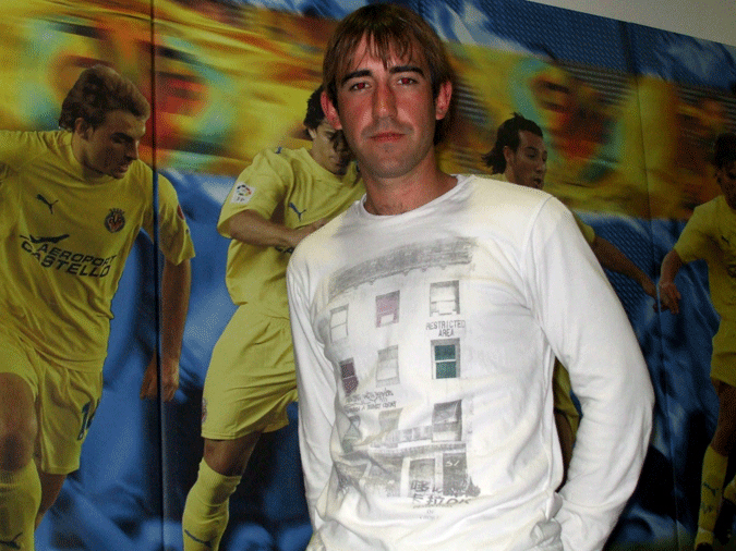 Luis Arnau posa en las instalaciones del Villarreal, donde trabajó varios años.
