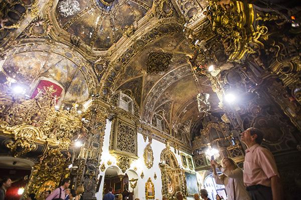 La capilla de San José busca donantes para conseguir 1.2 millones de euros con los que restaurar sus retablos, pinturas murales y elementos decorativos. / Carlos Hernández
