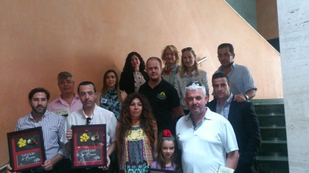 Ganadores y patrocinadores de la ruta, junto a la delegada de Fomento. Foto: Helena Peña