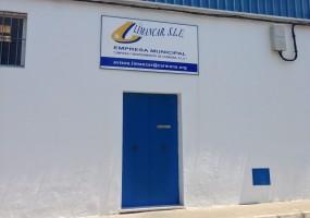 Sede de la empresa de limpieza y mantenimiento Limancar en Carmona. Foto: Ezequiel García