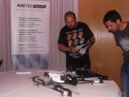 Uno de los drones que estuvieron expuestos en el I Encuentro de Tecnología Drone en el Gran Casino Aljarafe. Foto: Alba Poveda