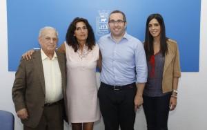 El secretario y la presidenta de Terrogénero, junto al alcalde y la concejala. Foto: El Correo