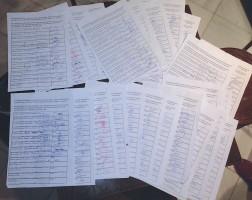 Parte de las firmas recogidas por los carmonenses. Foto: Ezequiel García