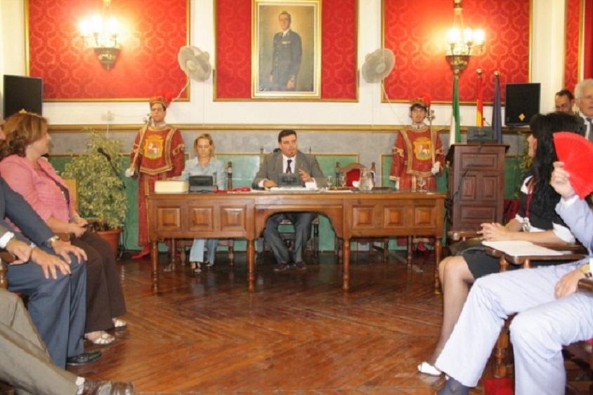 El pleno de Morón aprobó declarar «ilegítima» la deuda pública. Foto: El Correo
