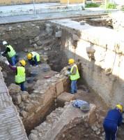 Jóvenes de los planes de empleo, en labores arqueológicas. Foto: Alberto Méndez
