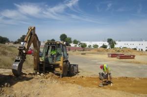 Obras de rehabilitación del futuro Polideportivo Municipal llevadas a cabo gracias a varios planes de empleo. Foto: El Correo