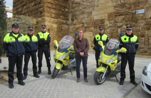 Agentes y nuevas motos adquiridas en Carmona. Foto: Alberto Méndez