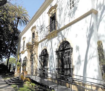 Fachada del edificio que se asoma a la Avenida de María Luisa.