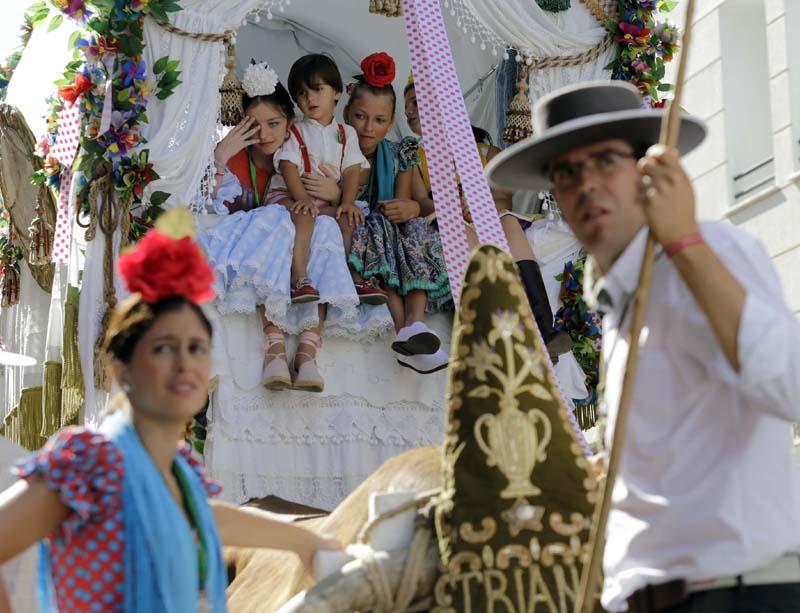 Salida de la Hermandad del Rocio de Triana. Foto: José Luis Montero.