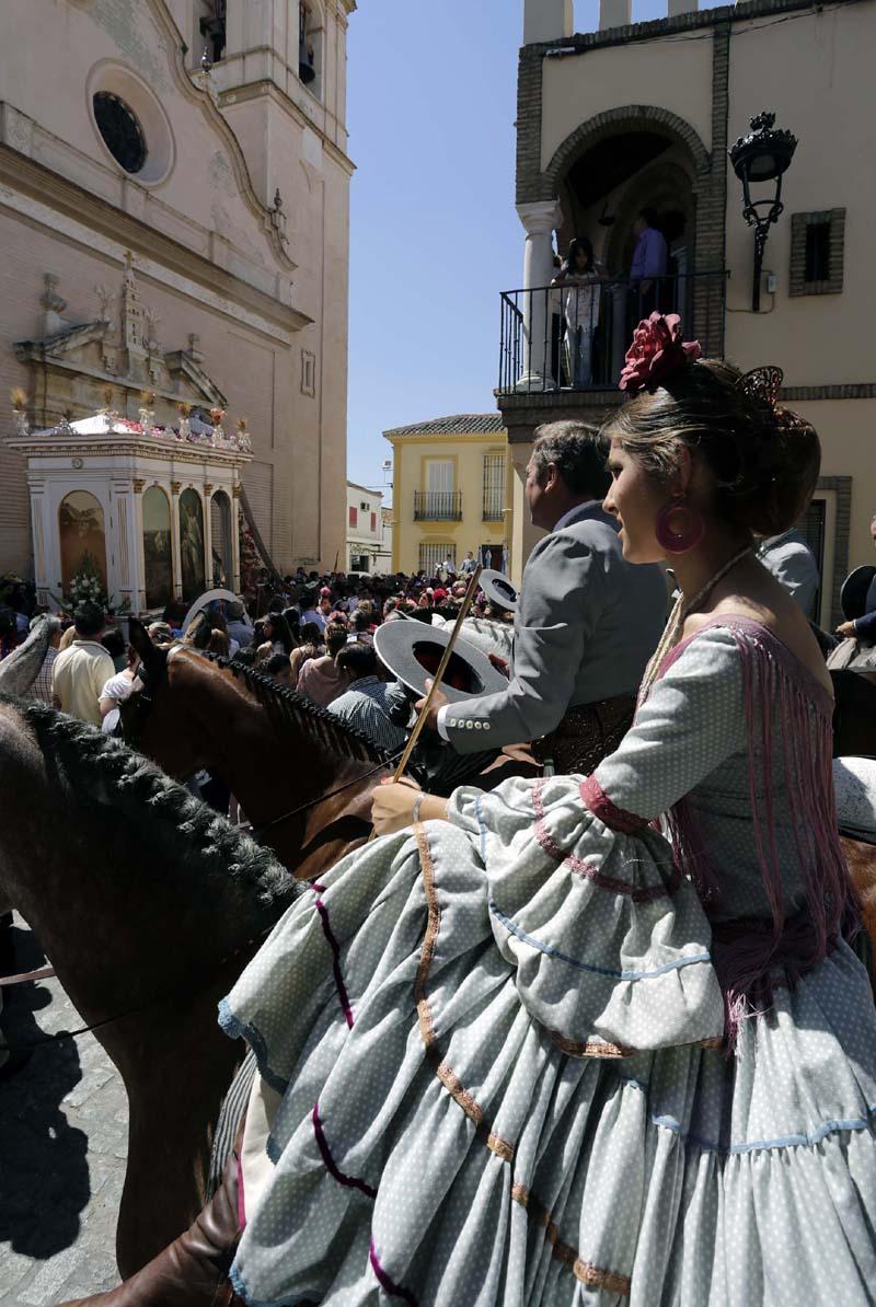 Salida de la Hermandad del Rocio de Umbrete a su paso por Benacazon / Foto: José Luis Montero.